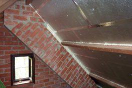 Plaatsing van PIR/PUR tegen hellend dak